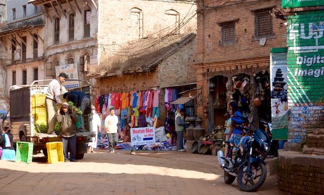 Commerces et rue Kathmandou / Népal