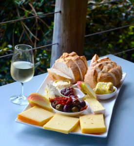Fromage, pain et Chardonnay