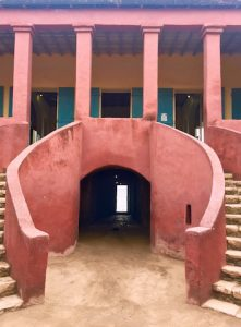 Maison coloniale avec cachot au rez-de-chaussez