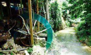 Moulin hydroelectrique et riviere