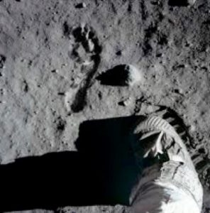 pas homme lune
