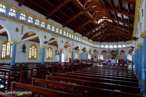 bancs intérieur de église saint-baptiste