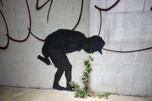 Tagger humant une fleur