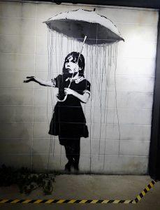 Petite fille au parapluie